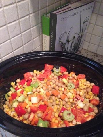 Crockpot veggies for a quinoa salad, super easy and super colorful!